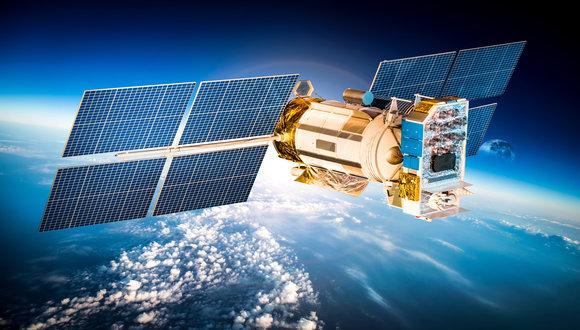 השער שלכם לחלל - עבודה בחדר הבקרה המפעיל את לוויני התקשורת